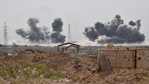 Los ataques de las Fuerzas Aeroespaciales de Rusia contra las posiciones de Daesh cerca de la ciudad siria de Deir Ezzor (archivo) - Sputnik France