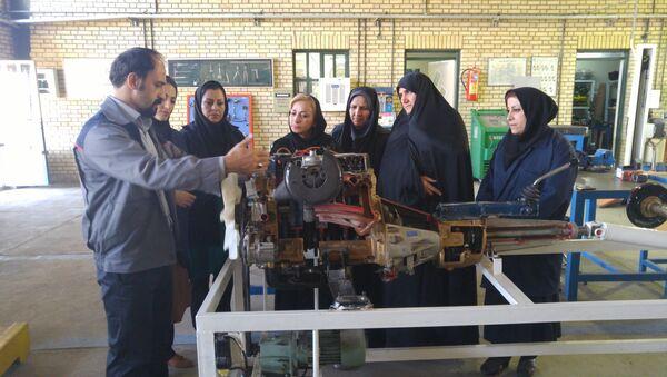 Cours pour femmes-mécaniciennes en Iran - Sputnik France