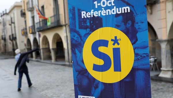 A pro-independence referendum campaign banner hangs in the birthplace of Catalan President Carles Puigdemont, the Catalan town of Amer, Spain, September 30, 2017. - Sputnik France