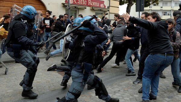 Affrontements entre manifestants anti-G7 et forces de l'ordre à Turin - Sputnik France