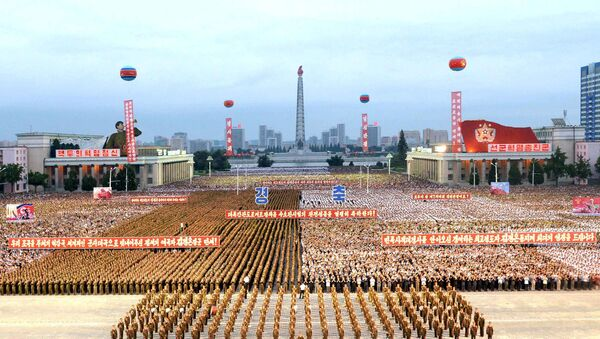 Pyongyang city civilians celebrate the successful completion of the hydrostatic test for the intercontinental ballistic rocket installation in this undated photo released by North Korea's Korean Central News Agency (KCNA) in Pyongyang September 6, 2017 - Sputnik France