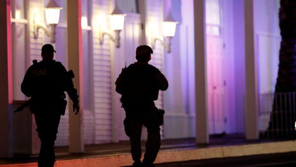 Policías cerca del lugar de tiroteo en Las Vegas, EEUU - Sputnik France