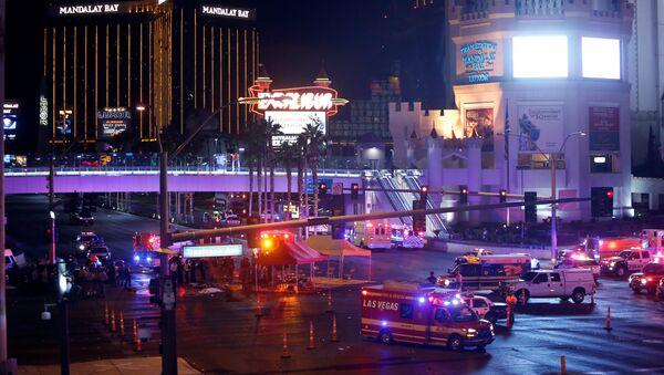 Policía y ambulancia en el lugar del tiroteo en Las Vegas, EEUU - Sputnik France