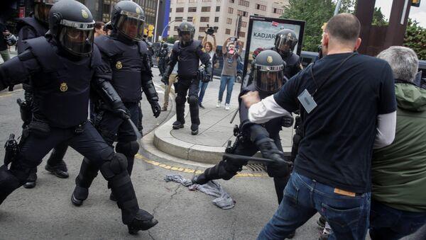 Violence policière en Catalogne - Sputnik France