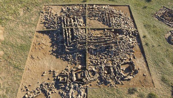 Древняя пирамида эпохи бронзы (Бегазинская пирамида) в казахской степи - Sputnik France