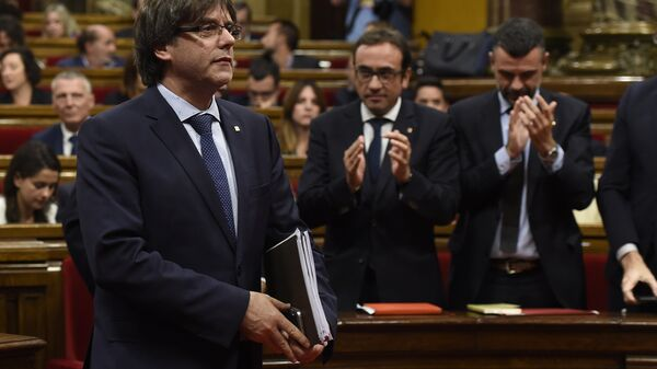 President of the Catalan regional Government Carles Puigdemont leaves after a debate on the government's question of confidence at the Parliament of Catalonia in Barcelona on September 29, 2016 - Sputnik France
