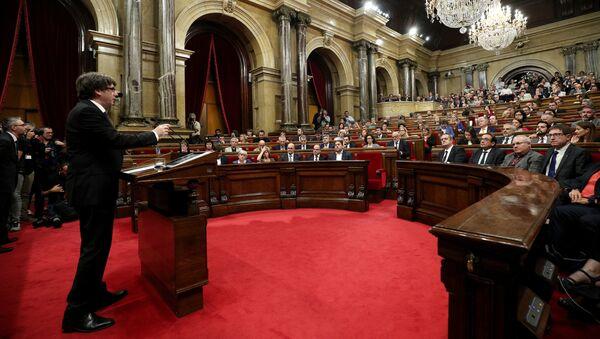Carles Puigdemont prononce un discours devant les parlementaires catalans - Sputnik France