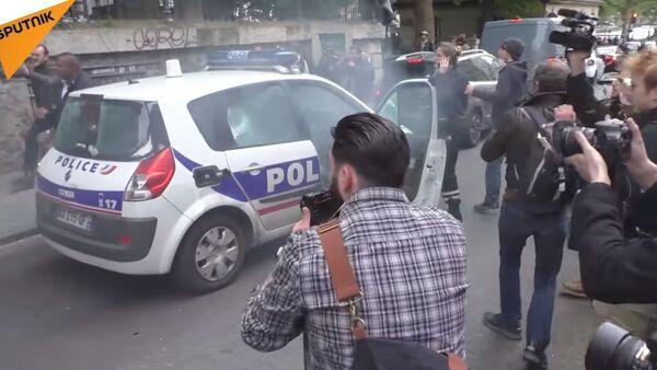Voiture de police incendiée - Sputnik France