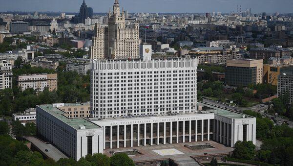 Дом Правительства РФ (на первом плане) и жилой дом на Кудринской площади в Москве - Sputnik France