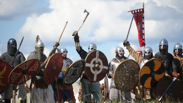Vikings at The Warrior's Field, an annual festival of history clubs, held in Drakino Park in the Serpukhovsky district. (File) - Sputnik France