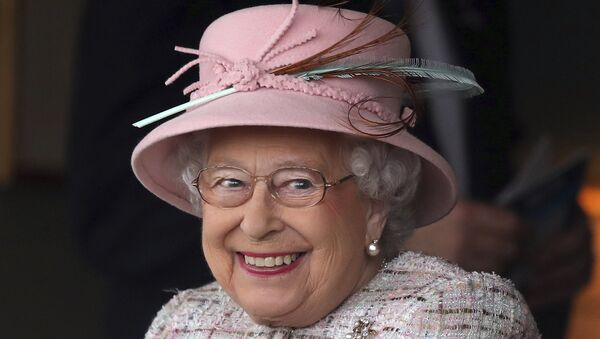 Britain's Queen Elizabeth II smiles as she attends an event at Newbury Racecourse in Newbury England, Friday April 21, 2017. - Sputnik France