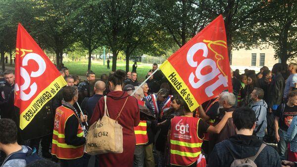 Les CRS ont «brutalement évacué» les manifestants attendant Macron à Gennevilliers - Sputnik France