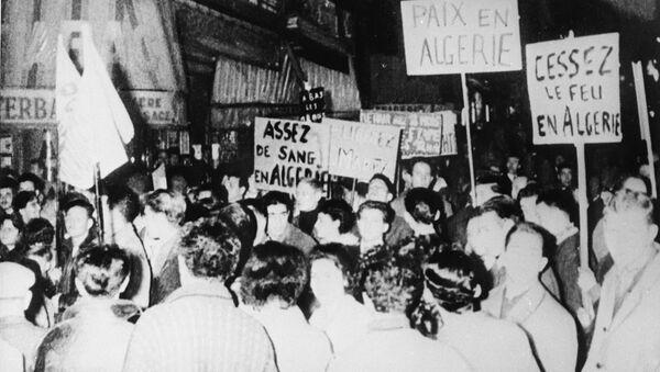 Une manifestation contre la guerre en Algérie - Sputnik France