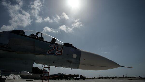 Истребитель Воздушно-космических сил РФ СУ-30 СМ готовится к вылету с авиабазы Хмеймим - Sputnik France