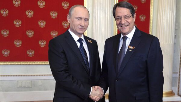 President Vladimir Putin, left, and President of Cyprus Nicos Anastasiades during the welcome reception for foreign delegation heads and honorary guests in the Kremlin (File) - Sputnik France