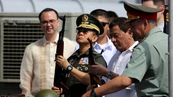 Le Président philippin Rodrigo Duterte a personnellement reçu une cargaison d'armes et de munitions fabriquées en Russie - Sputnik France