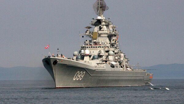 Тяжелый атомный ракетный крейсер Северного флота Петр Великий во время совместного выхода в море кораблей разных флотов для отработки задач боевой подготовки. - Sputnik France
