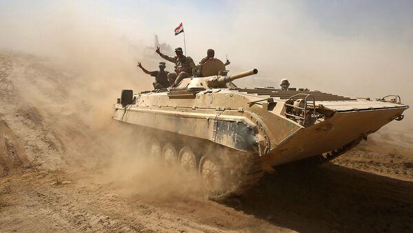 Служащие иракской армии продвигаются к городу Тал-Афар к западу от Мосула - Sputnik France