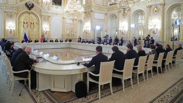 Президент РФ В. Путин провел встречу с членами Совета по развитию гражданского общества и правам человека - Sputnik France