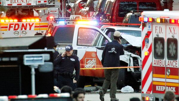 Investigators are near the Home Depot truck which struck down multiple people on a bike path, killing several and injuring numerous others at the crime scene in lower Manhattan in New York, NY, U.S., October 31, 2017. - Sputnik France