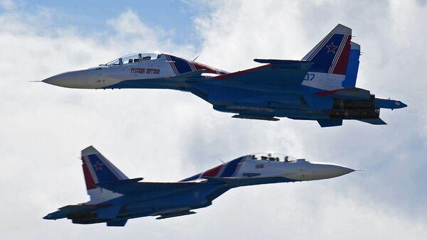 Des chasseurs polyvalents Su-30 (image d'archives) - Sputnik France