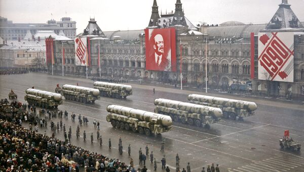 Soviet ICBMs rumbling down Red Square, November 7, 1990, marking the final parade held in honor of the Great October Socialist Revolution. - Sputnik France