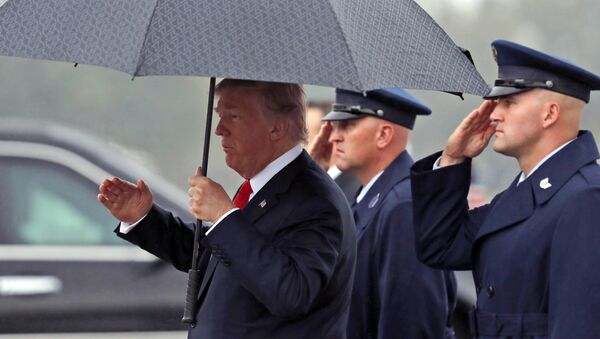 President Donald Trump salutes as he carries an umbrella as he steps off Air Force One onto the tarmac at Harrisburg International Airport, Wednesday Oct. 11, 2017, in Middletown, Pa. - Sputnik France