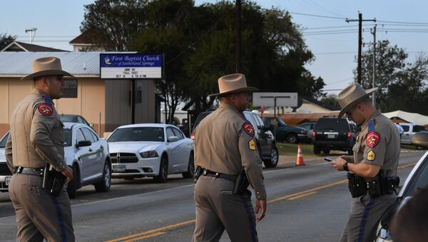 State troopers patrol at the entrance to the First Baptist Church (back) after a mass shooting that killed 26 people in Sutherland Springs, Texas on November 6, 2017 - Sputnik France