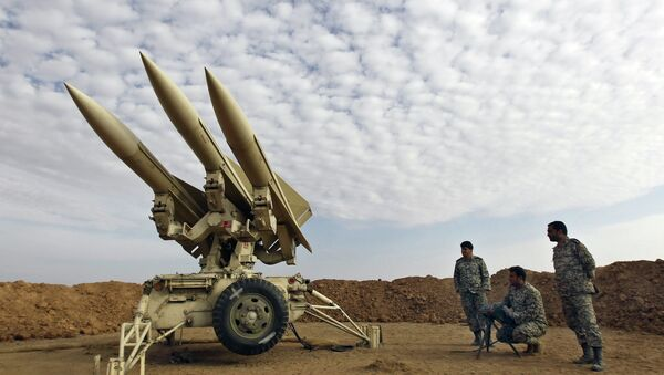 In this Nov. 13, 2012 file photo obtained from the Iranian Mehr News Agency, Iranian army members prepare missiles to be launched, during a maneuver, in an undisclosed location in Iran - Sputnik France