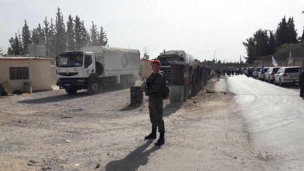 Des militaires russes assurent la sécurité de la livraison de l'aide humanitaire - Sputnik France