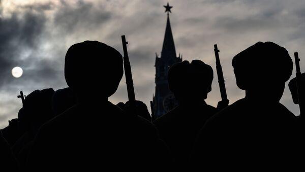 Soldados rusos en la Plaza Roja en Moscú - Sputnik France