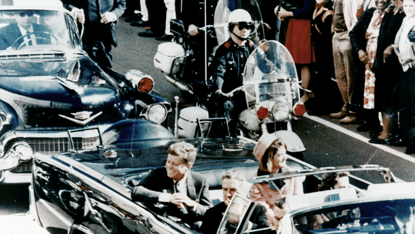 President Kennedy in the limousine in Dallas, Texas, on Main Street, minutes before the assassination. Also in the presidential limousine are Jackie Kennedy, Texas Governor John Connally, and his wife, Nellie - Sputnik France