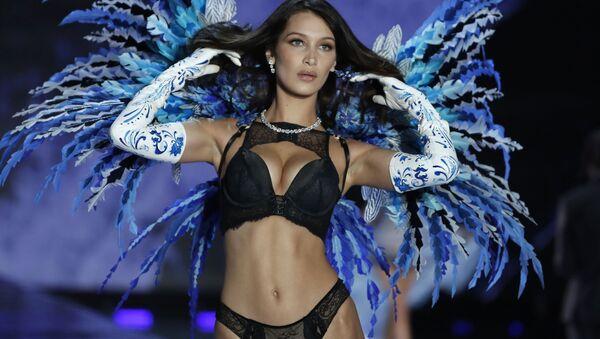 Модель Белла Хадид во время шоу Victoria's Secret в Шанхае, Китай - Sputnik France