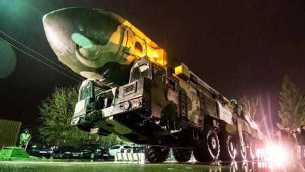 Траспортировка пусковой установки Тополь на ВДНХ - Sputnik France