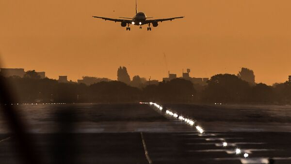 A passenger aircraft prepares to land during sunrise at London Heathrow Airport in west London on October 17, 2016 - Sputnik France