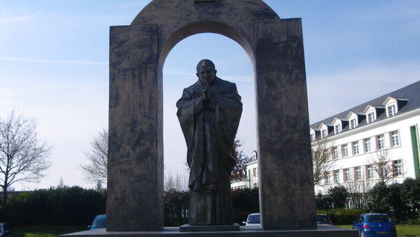 La statue de Jean Paul ll a Ploermel - Sputnik France