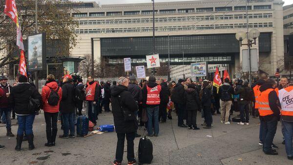Manifestants devant Bercy le 30 novembre - Sputnik France
