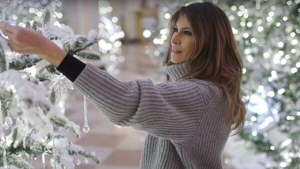 Melania Trump embellit la Maison-Blanche à Noël - Sputnik France