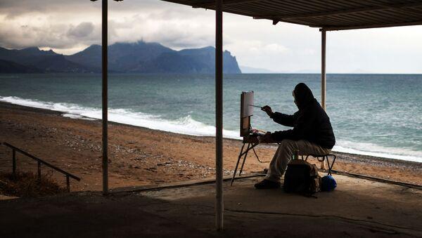 Художник рисует на одном из пляжей Севастополя, Крым - Sputnik France