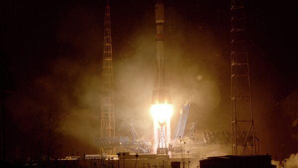 Le décollage d'un lanceur russe Soyouz 2.1b depuis Plessetsk - Sputnik France