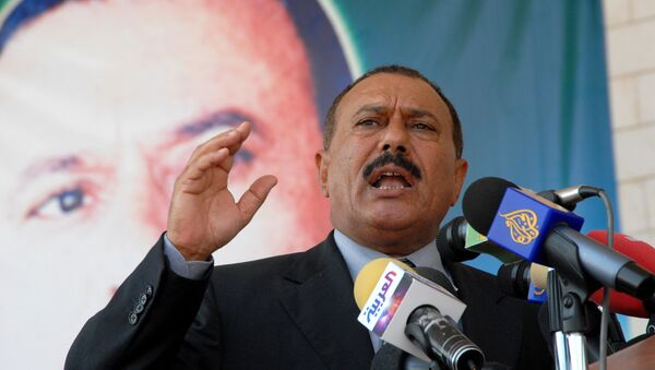 This file photo taken on November 29, 2007 shows Yemen's former president Ali Abdullah Saleh addressing a ceremony to commemorate the 40th anniversary of the British forces withdrawal from Aden. Yemen's Huthi rebels claim ex-president Saleh was killed in the Yemeni capital Sanaa on December 4, 2017. - Sputnik France