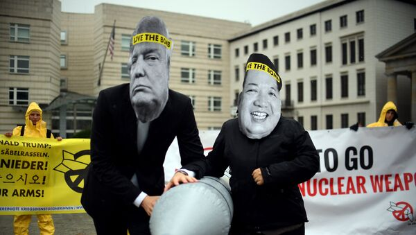 Activists of the non-governmental organization International Campaign to Abolish Nuclear Weapons (ICAN) wear masks of US President Donal Trump and leader of the Democratic People's Republic of Korea Kim Jon-un while posing with a mock missile in front of the embassy of Democratic People's Republic of Korea in Berlin, on September 13, 2017 - Sputnik France