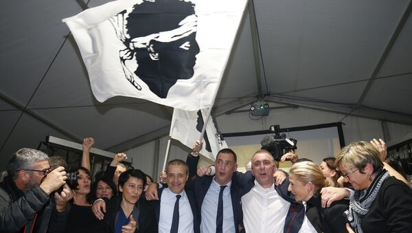 Candidates for the Pe a Corsica nationalist party Jean Guy Talamoni (4L) and Gilles Simeoni (4R) celebrate with supporters after the annoucement of the results in the territorial elections in Bastia on the French Mediterranean Island of Corsica on December 10, 2017. - Sputnik France