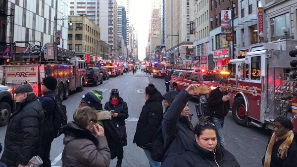 Police and fire crews block off the streets near the New York Port Authority in New York City, U.S. December 11, 2017 after reports of an explosion - Sputnik France