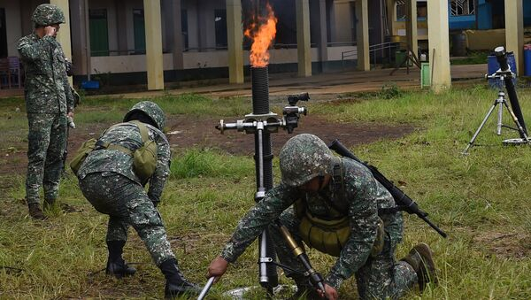 Philippine Marines prepare to fire 81mm mortars at Muslim militant positions at the frontline in Marawi, on the southern island of Mindanao on July 22, 2017 - Sputnik France