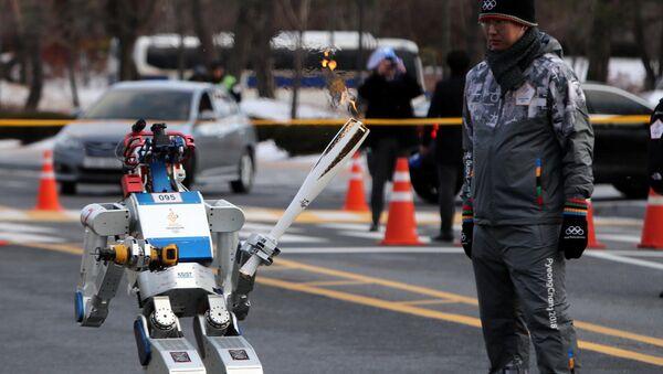 Le robot Hubo participe au relais de la flamme olympique en Corée du Sud - Sputnik France