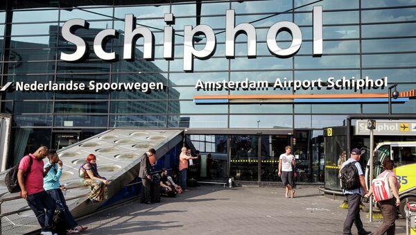 The main entrance of Schiphol airport in Amsterdam, Thursday, July 17, 2014 - Sputnik France