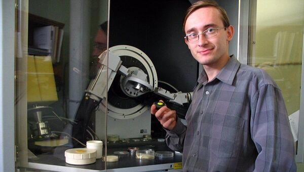 Один из коллектива химиков, которые синтезировали новое кристаллическое вещество - Sputnik France