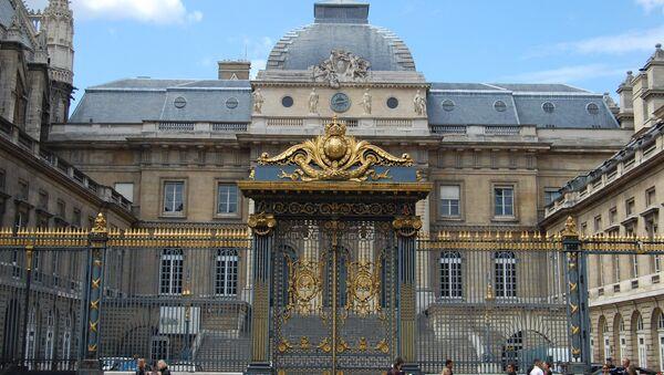 Palais de Justice – gates of the cour d'honneur. - Sputnik France