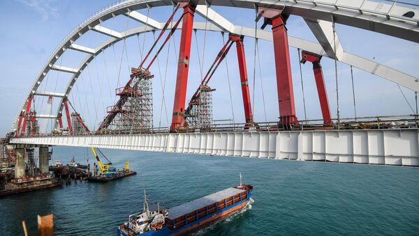 Le pont de Crimée en chantier dans le détroit de Kertch - Sputnik France